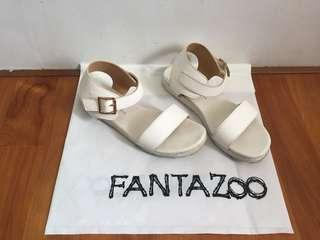 🚚 白色涼鞋