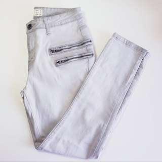 COTTON ON - Size 8 - Light Grey Cropped Denim Jeans