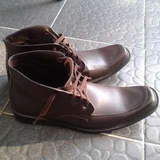 Sepatu pria size 41 Yongki Komaladi