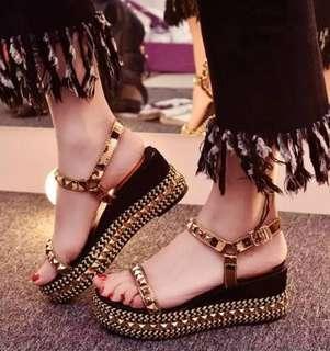 Sepatu sendal wedges wanita