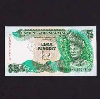 Malaysia UNC RM 5 1986 Cross on flag pole variety