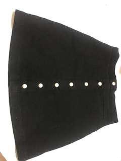 Rok hitam / button skirt