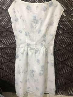 Dress putih / dress biru muda / floral dress / gaun undangan