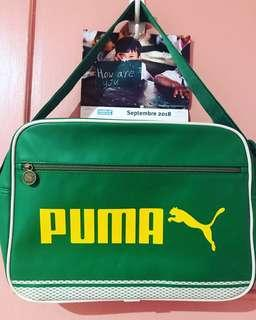 Original Puma large bag. Good for travelling. Looks new.