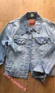 LEVIS blue denim jacket xs
