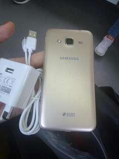 Samsung j3 2016 phone+original charger