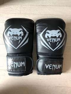 二手VENUM泰拳拳套 黑色