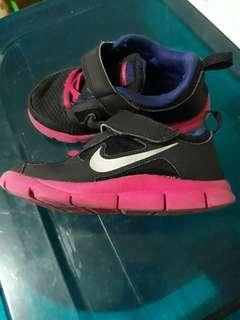 sepatu nike free