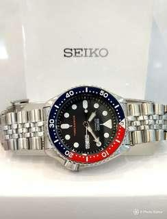 * FREE DELIVERY * Brand New 100% Authentic Seiko Automatic Pepsi Blue Red Mens Automatic Divers Watch on Jubilee Bracelet SKX009 SKX009K