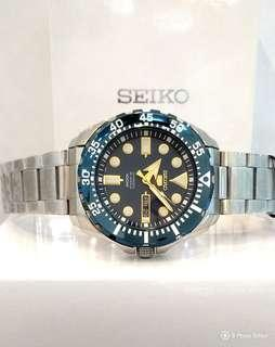 * FREE DELIVERY * Brand New 100% Authentic Seiko 5 Slorts Blue Bezel , Dial on Gold Trims Automatic Mens Casual Watch SRP605K SRP605