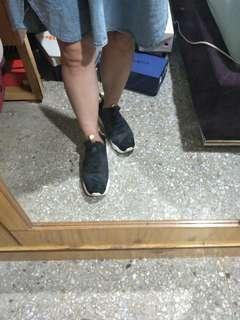 Pump 黑金鞋