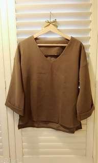 🚚 我的小巴黎 秋🍁素面V領長袖上衣 襯衫 前短後長 橄欖綠