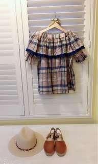 🚚 Brand New 我的法式鄉村風 格紋蕾絲露肩襯衫 上衣