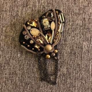 心口針 brooch