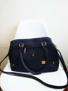 Kimbel International Black sling bag