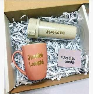 Customisable gift set birthday gifts present presents personalised customised calligraphy embossed colleague colleagues farewell friend friends Mother Father Boyfriend Girlfriend cheap affordable Mug bottle bridesmaid tumbler anniversary Husband wedding