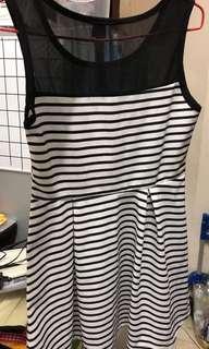 黑白間條背心連衣裙