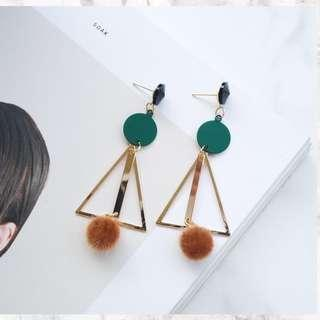 Eclectic earring with triangle and circle shapes
