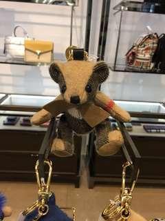 🚚 代購 全新 正品 Burberry 經典 格紋 Thomas 蝴蝶結 領結 小熊 吊飾 鑰匙圈 圍巾