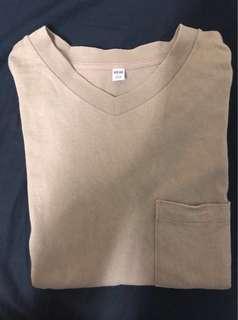 🚚 Uniqlo卡其色v領短袖上衣