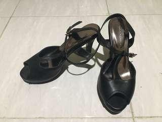 Black heels yongki komaladi 8cm