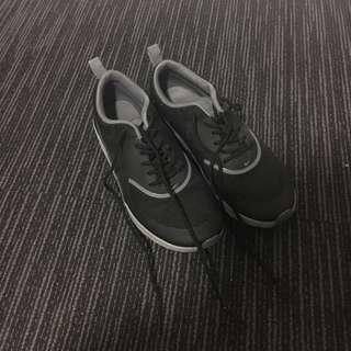 Nike Thea black — size 6