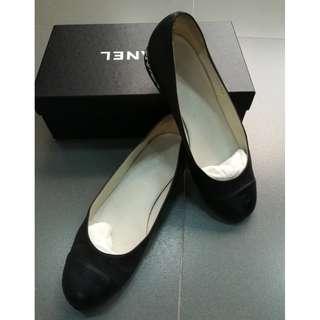 Chanel CC Cap Toe Ballet Ballerinas Flats Sz 37.5 Black with Chain link heel