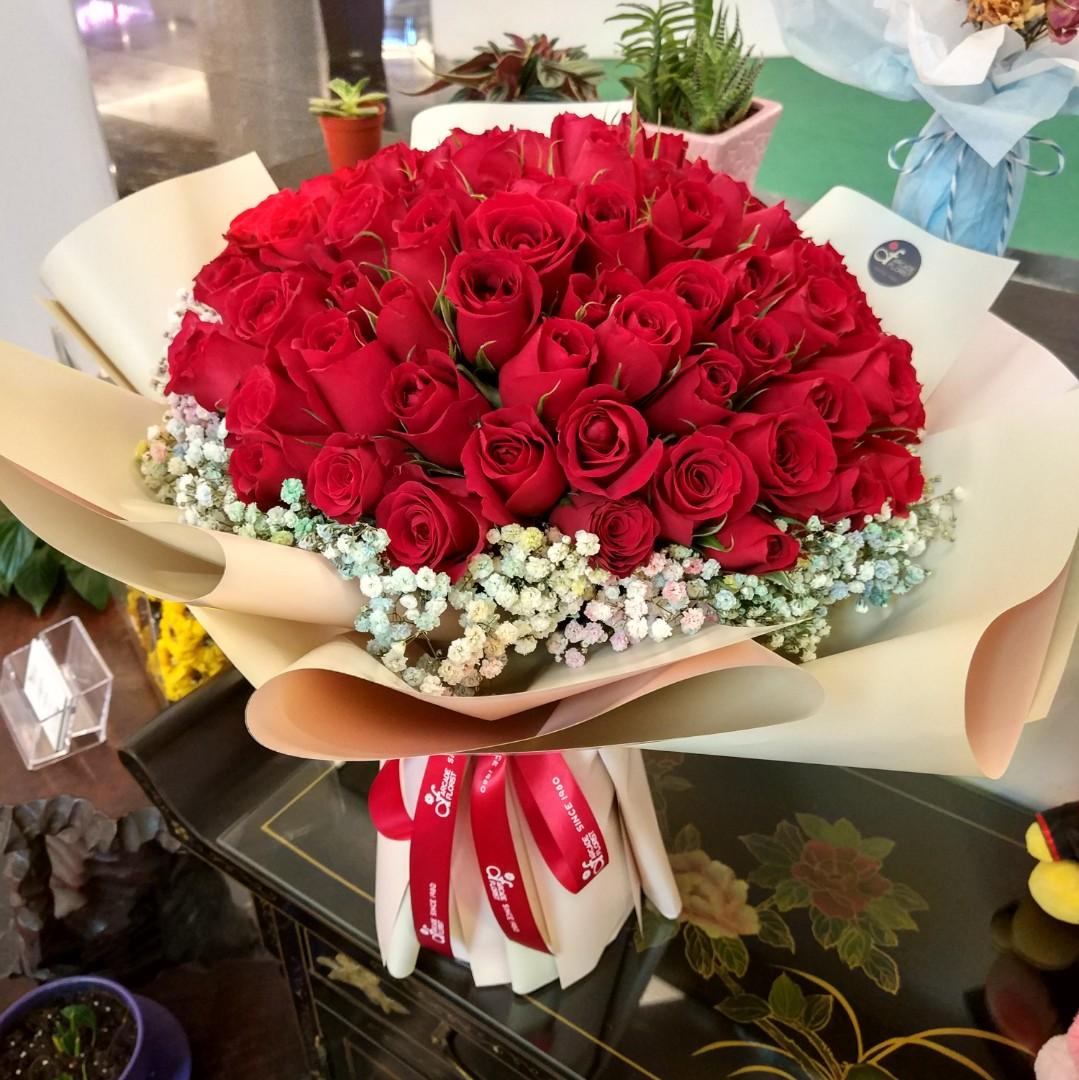 99 Stalks Red Roses W Baby S Breath Fresh Flower Bouquet