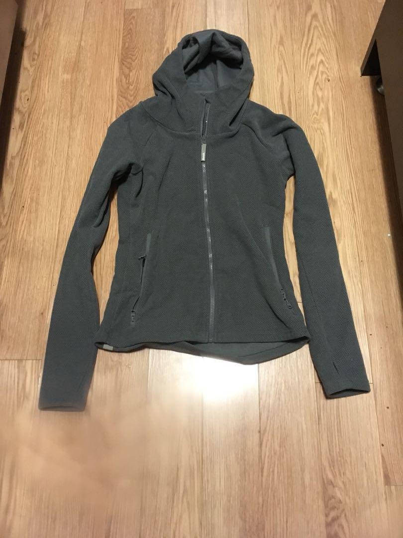 Bench zip up sweater-Size small