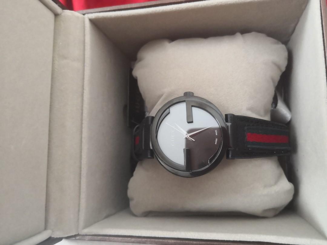 Gucci Black Classic Leather Sapphire Glass Watch