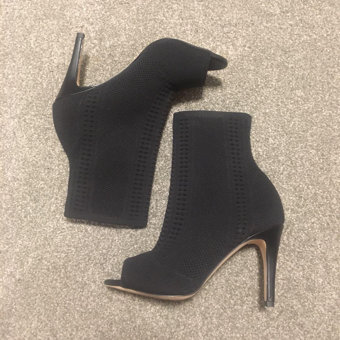 Noir Heels