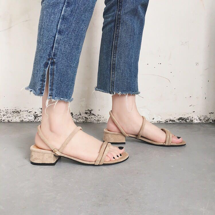 Nude strappy sandals with block heel