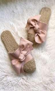 Abaka Slip on slippers