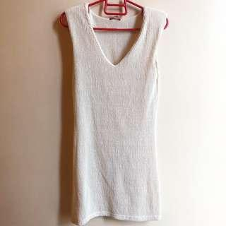 Petite Monde preloved body hugging cream dress P300 only 😊 fits xs to small only no specific measurements.