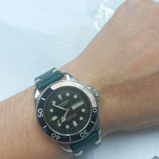 Vintage Bulova deep sea diver quartz,  中古寶路華嘉年華係例潛水,紅黑可樂圈,石英錶,37mm不計錶的,正常,二手物品,有一定使用痕跡