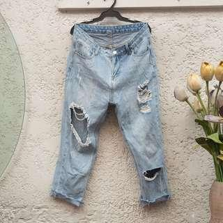 Rush sale!! Highwaist BF Tattered / HW Ripped jeans size 29 NO FLAWS.