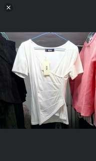 viva,白色短袖。L碼