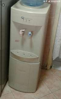 Water dispencer filter can use good condtion but hot cold make repair