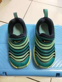 🚚 NIKE毛毛蟲鞋17公分