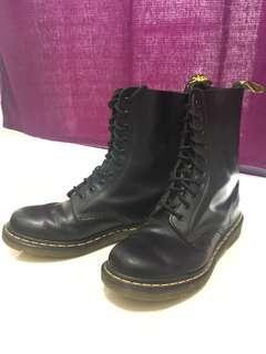 Dr Martens Boots UK8