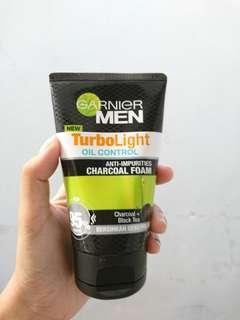 Garnier Men Turbo Light Oil Control Charcoal Foam