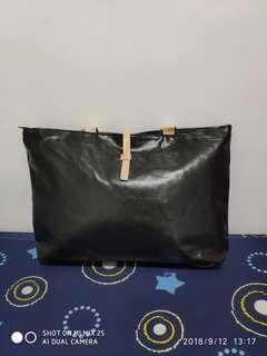 Medium size shoulder bags