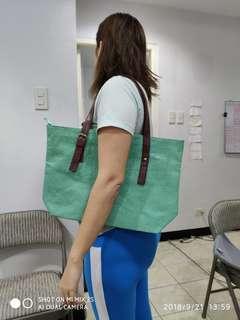 Medium size shoulder bag