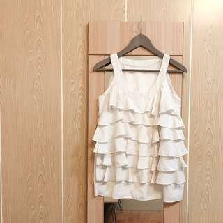 🚚 極美 層層波浪紋米白色削肩雪紡背心上衣 婚禮穿搭必備 顯瘦