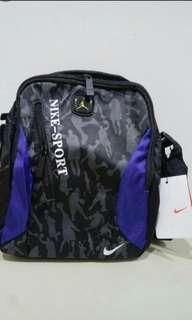 🚚 NIKE 側背包 Messenger bag