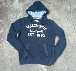 Abercrombie size M fit L
