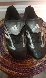 Sepatu Bola Anak Adidas