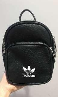 🚚 adidas皮革後背包