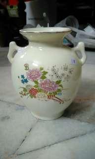 Flower vase / jar