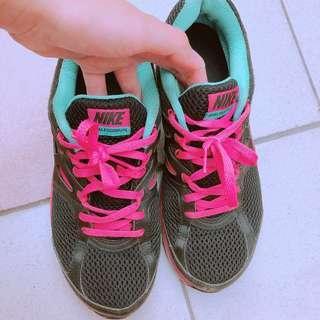 🚚 Nike黑色透氣慢跑鞋